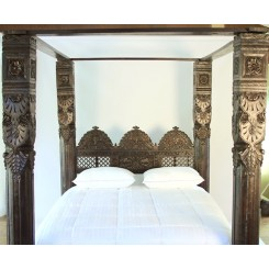 Jhulla Pillar Canopy Bed