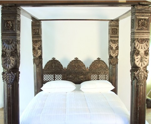 Hand Carved Jhula Pillar Canopy Bed