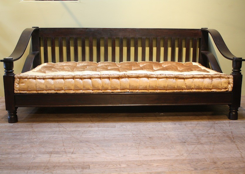 Plantation day bed worldcraft industries for Plantation style bed