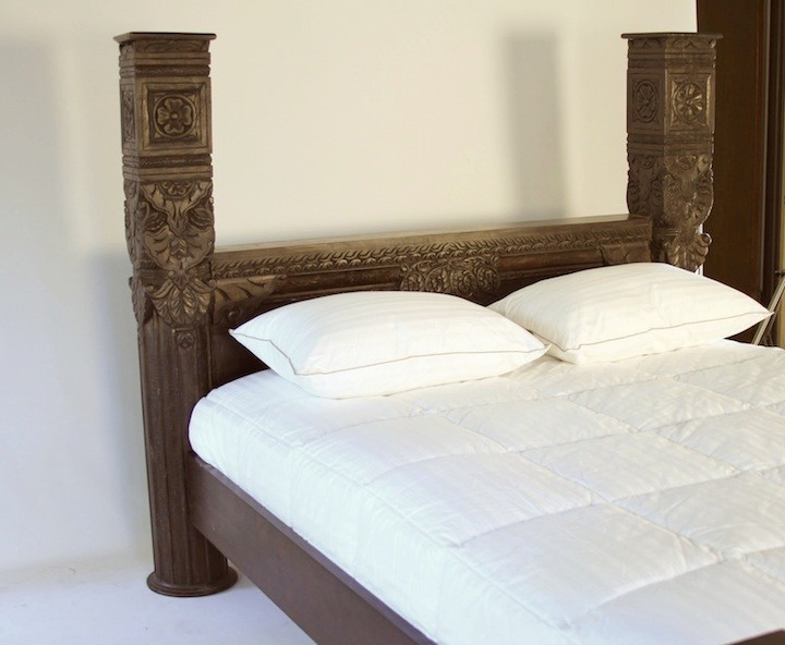 Hand Carved Bed: Hand Carved Mahogany Panel Pillar Bed