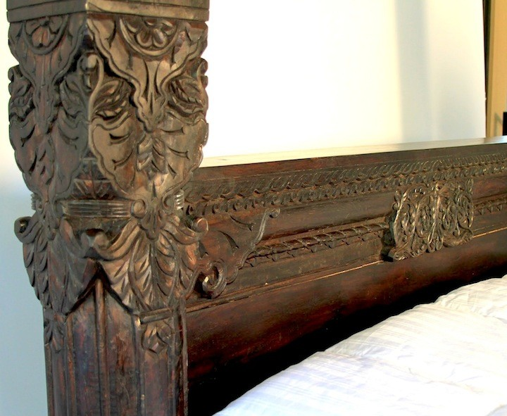 Hand carved mahogany panel pillar bed worldcraft industries