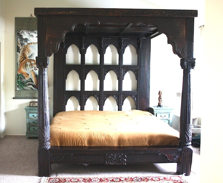 Devi Antique Pillar Den Bed Worldcraft Industries
