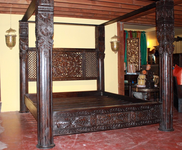 Lotus Pillar Canopy Bed With Hand Carved Lotus Flower